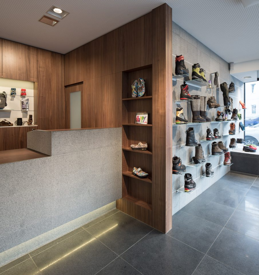 Schuhhandwerk Unterassinger in Lienz von Schneider & Lengauer___©_KURT HOERBST 2013