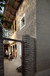 Homemade Architecture, Hamontos House.