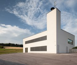 Feuerwehr Neustift von Schneider & Lengauer Architekten___©_KURT HOERBST 2013
