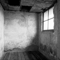 auschwitz birkenau, barrack room for the senior prisoner