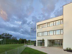Schulcampus Strasshof an der Nordbahn_von brand ZIVILINGENIEURE UND ARCHITEKTEN___©_KURT HOERBST 2020