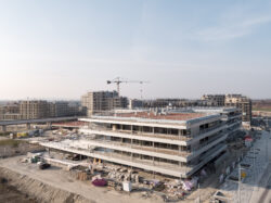 Baustelle - BILDUNGSCAMPUS ASPERN NORD von Karl und Bremhorst Architetken___©_KURT HOERBST 2021