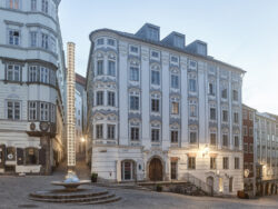 Apothekerhaus und Lichtbrunnen_Architetkruführer Linz___©_KURT HOERBST 2021