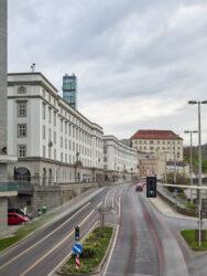 Kunstuniversität mit Transzendentlift_Architetkruführer Linz___©_KURT HOERBST 2021