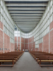 Pfarrkirche St. Theresia_Architetkruführer Linz___©_KURT HOERBST 2021