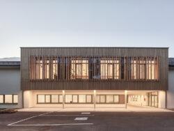 Gemeindezentrum Katsdorf__TWO-IN-A-BOX-ARCHITEKTEN ___©_KURT HOERBST 2021